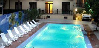 Бассей в отеле Амран